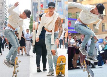 Justin Bieber popisuje się na ulicy w Nowym Jorku! (ZDJĘCIA)
