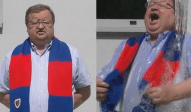 HIT SIECI: Zdzisław Kręcina oblewa się wodą!