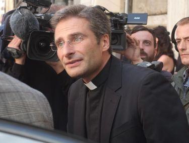 Ksiądz-gej został odwołany ze stanowiska! Nie będzie mógł uczyć w Watykanie