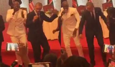 Barack Obama tańczy w Kenii!