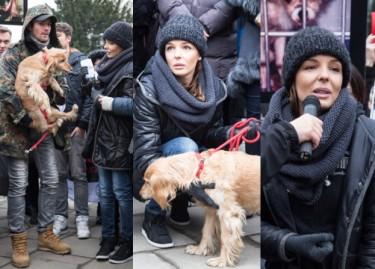 Włodarczyk i Krawczyk z psami pod Sejmem (ZDJĘCIA)