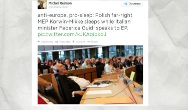Janusz Korwin-Mikke zasnął w pracy... (FOTO)