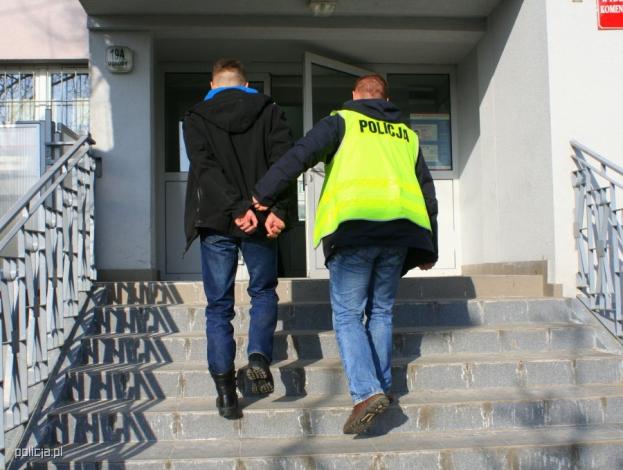 Znany wróżbita aresztowany za pedofilię! Molestował aż PIĘĆ dziewczynek!