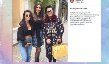 Celia Jaunat pozuje z Kardashiankami