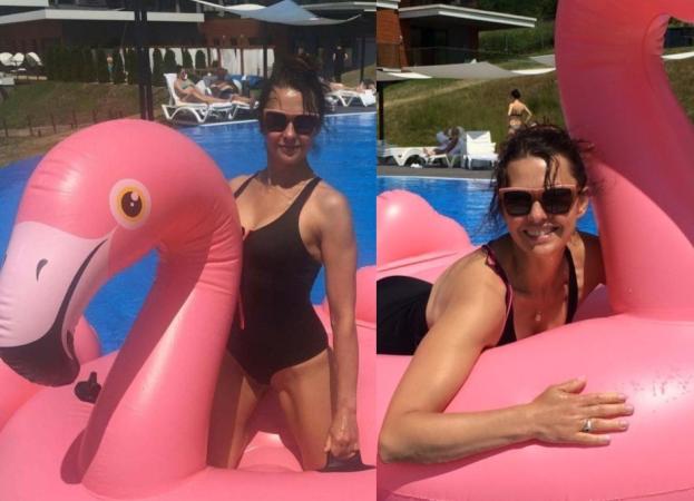 Anna Popek odpoczywa od pracy w TVP... na dmuchanym flamingu (FOTO)