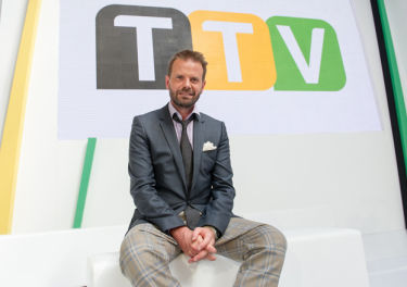 """Czy dziennikarz, który """"złamał etykę dziennikarską"""", powinien pracować w Grupie TVN? Zapytaliśmy TVN..."""