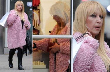 Rodowicz na zakupach w różowym futerku (ZDJĘCIA)