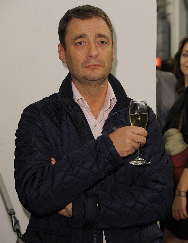 Rozenek kupuje  szampana za 200 zł