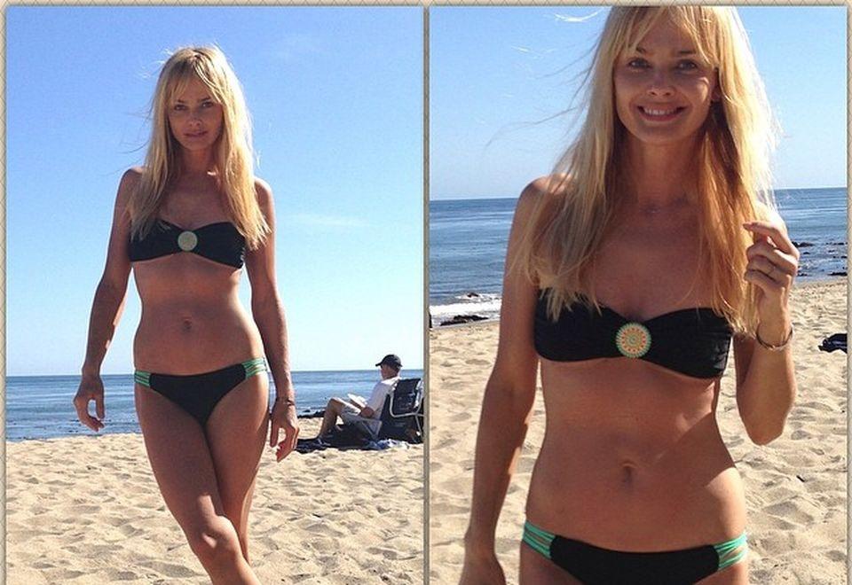 Izabella Scorupco pozuje na plaży