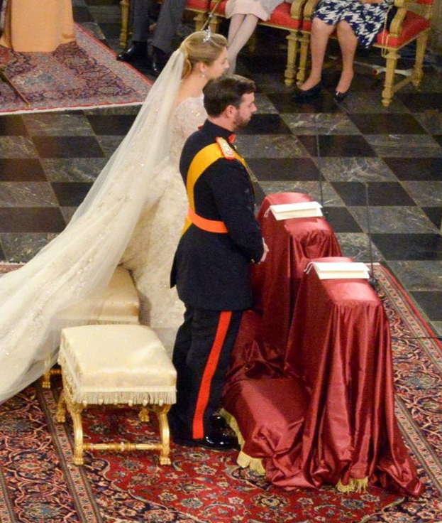 Królewski ślub za 2 miliony i... 4-METROWA SUKNIA! (FOTO)