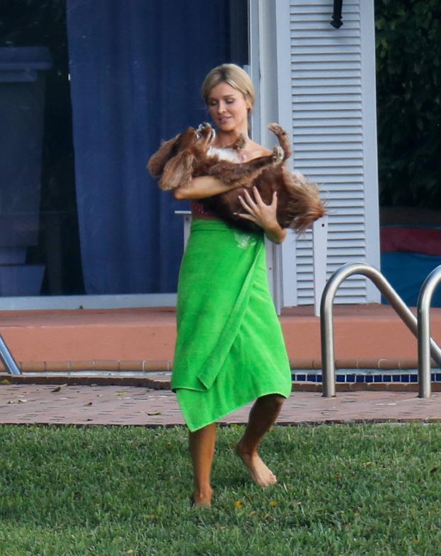Krupa w bikini z psem i mężem! (ZDJĘCIA)