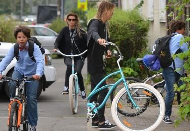 Edyta Górniak i Alan w drodze do szkoły (ZDJĘCIA)