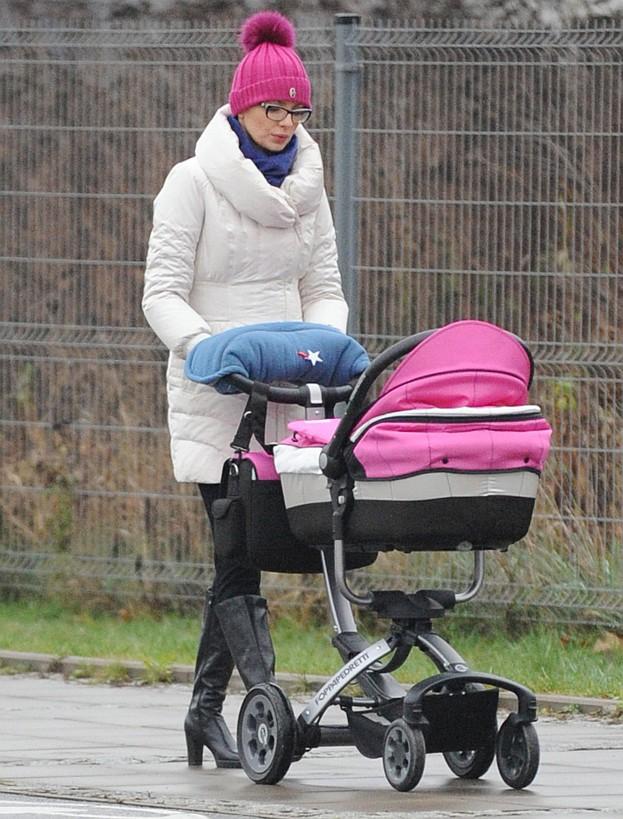 Gardias z córką na spacerze (ZDJĘCIA)