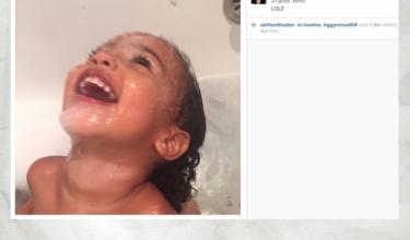 Kim Kardashian fotografuje córkę w kąpieli